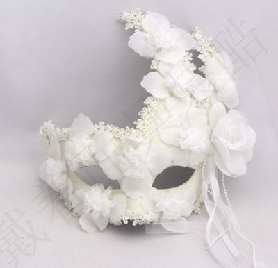 Маски венецианские с цветами белые